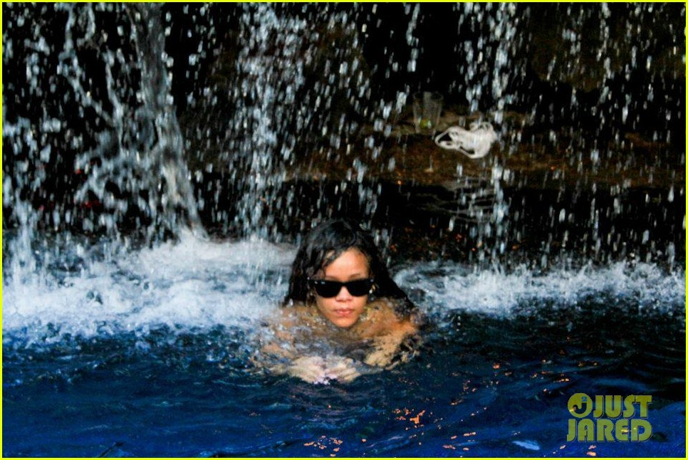 rihanna topless hawaii 104