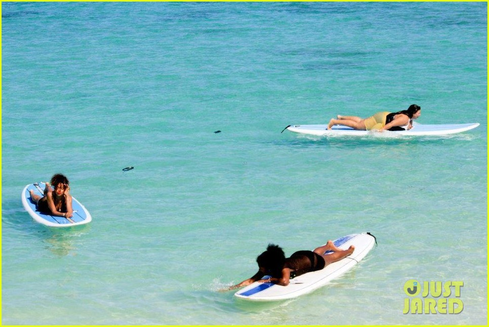 rihanna topless hawaii 150