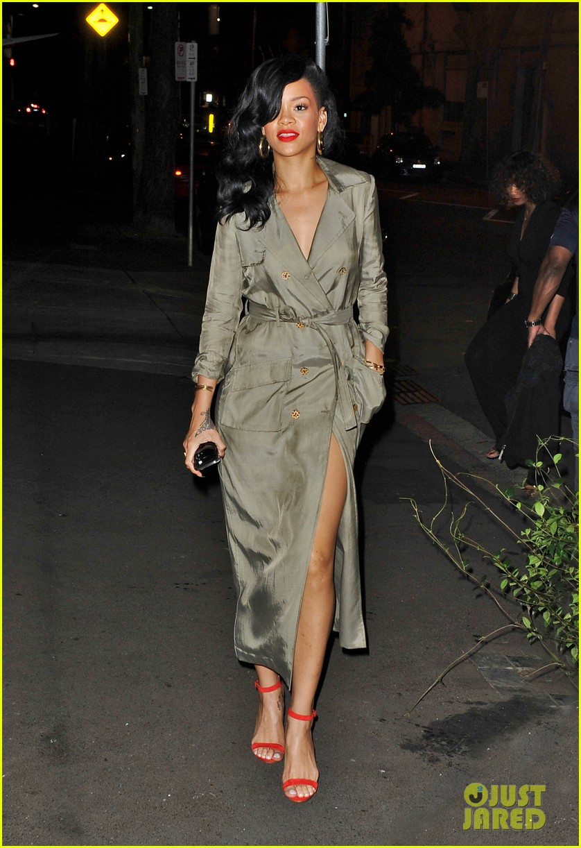 rihanna trench coat 10