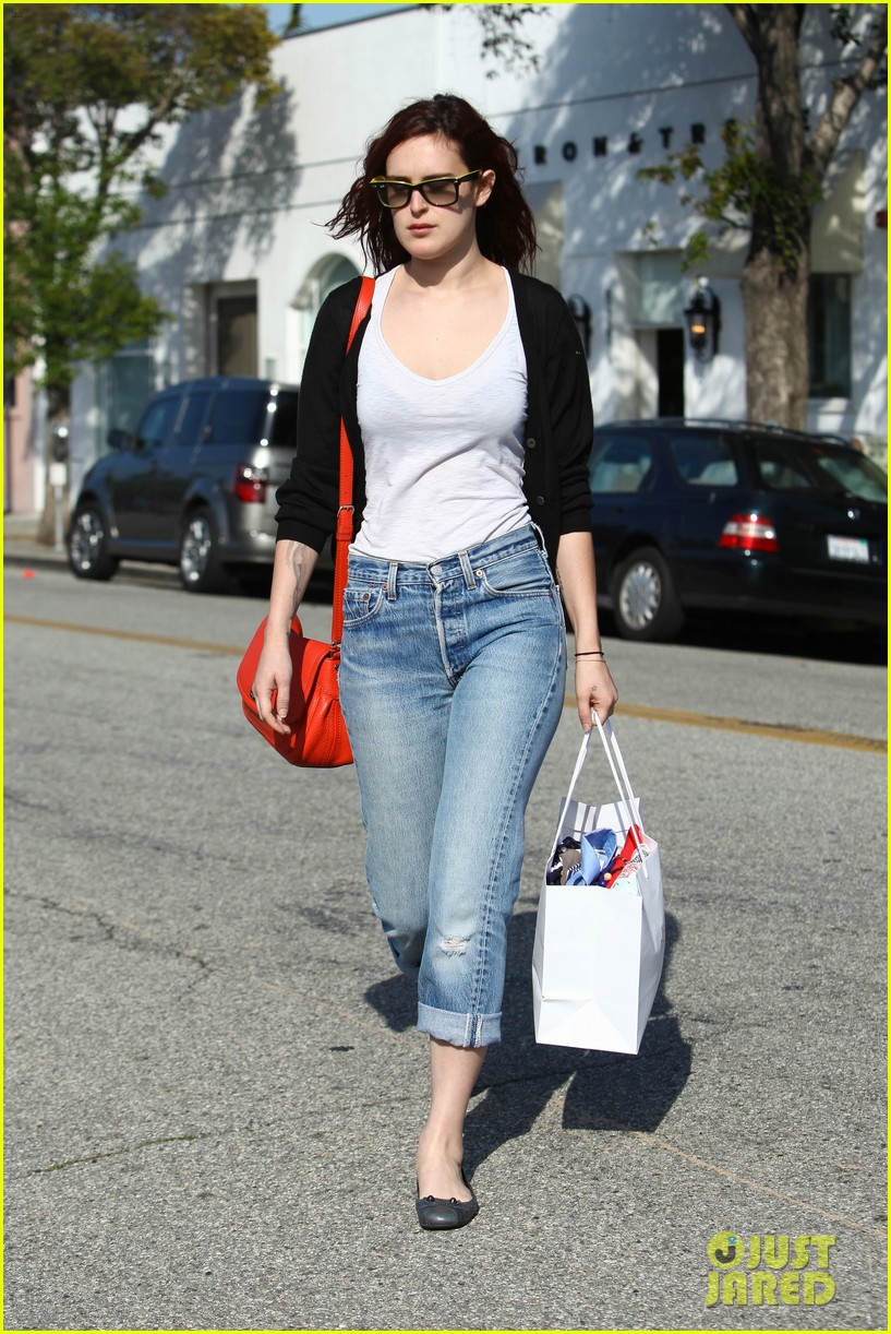 rumer willis salon shopping 08