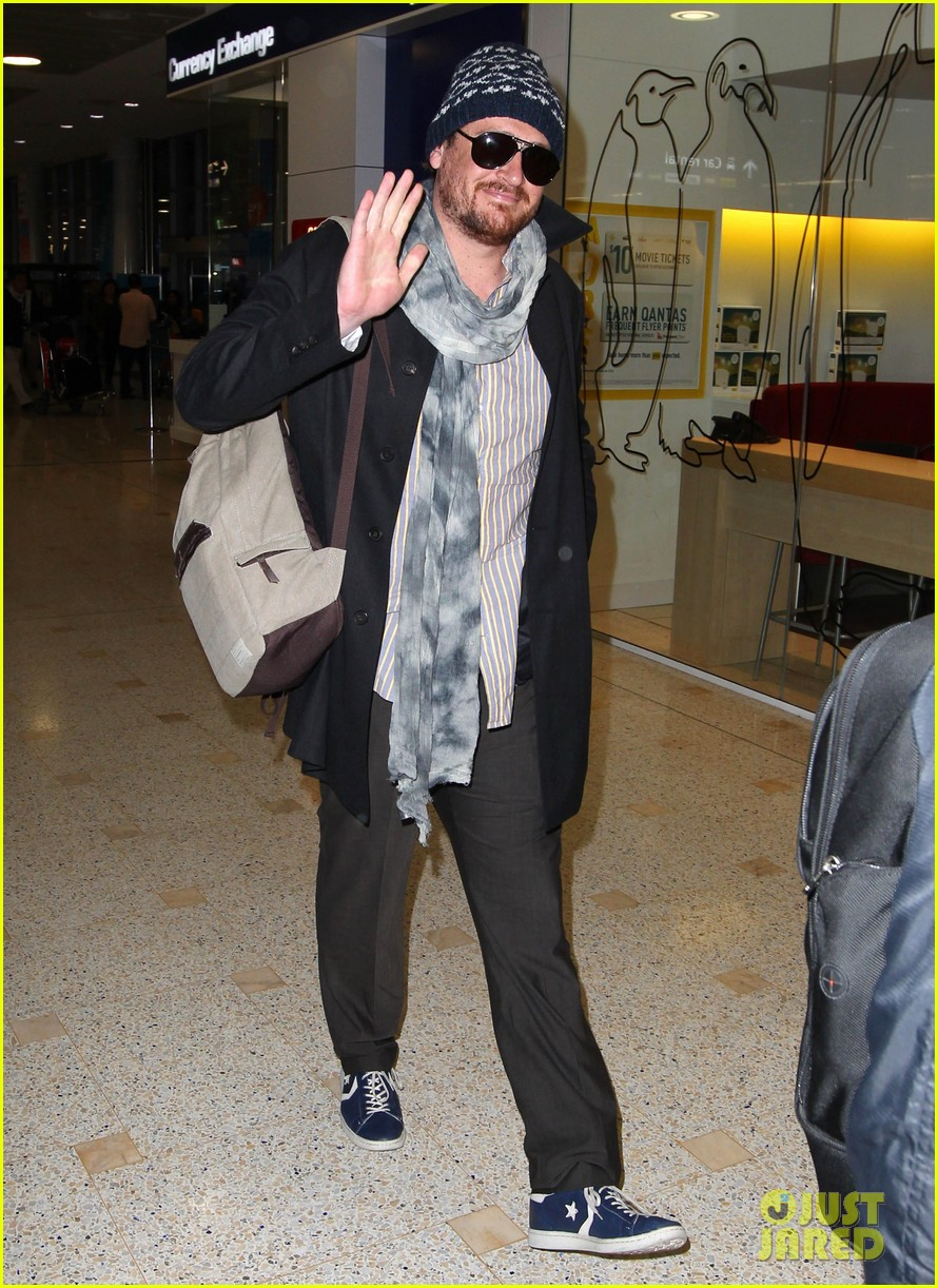 jason segel landing in sydney 06