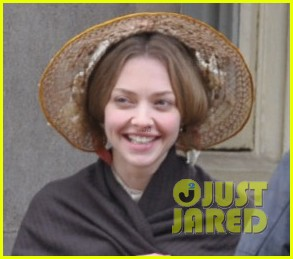 amanda seyfried cosette first look 02