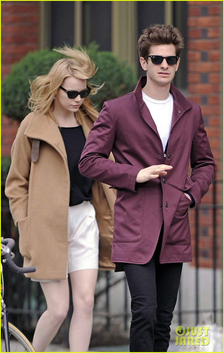 emma stone andrew garfield monday stroll 03