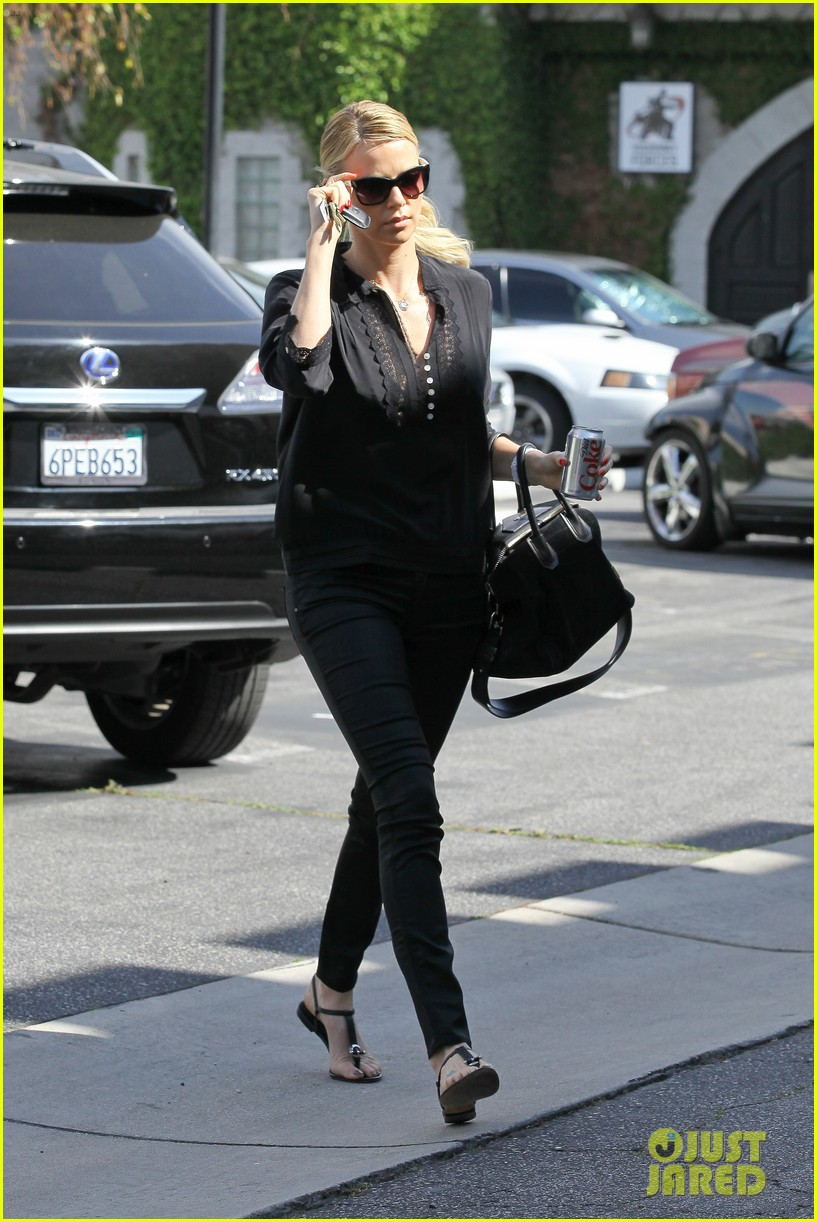 Full Sized Photo of charlize theron all black outfit 01 ... Charlize Theron