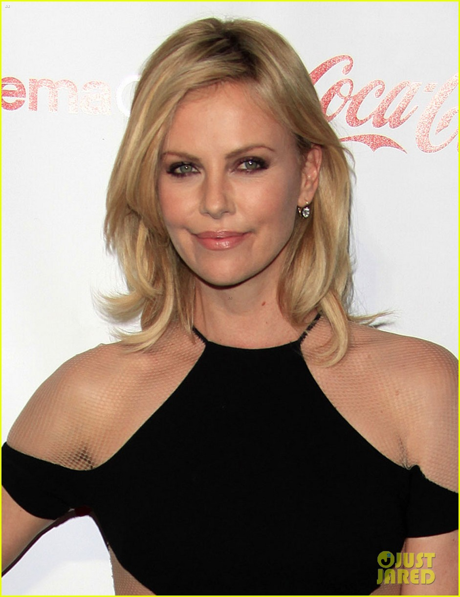 charlize-theron-jennifer-garner-cinemacon-awards-