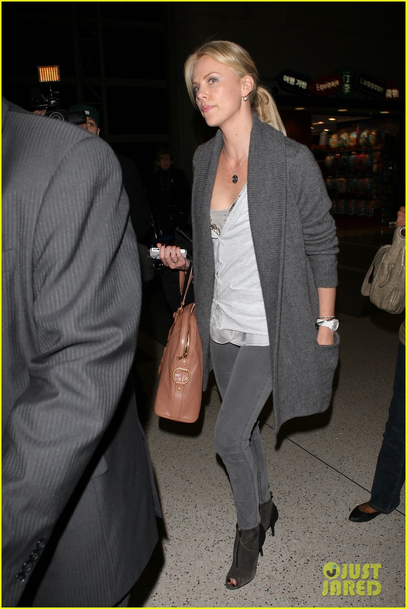 charlize theron lax departure 03