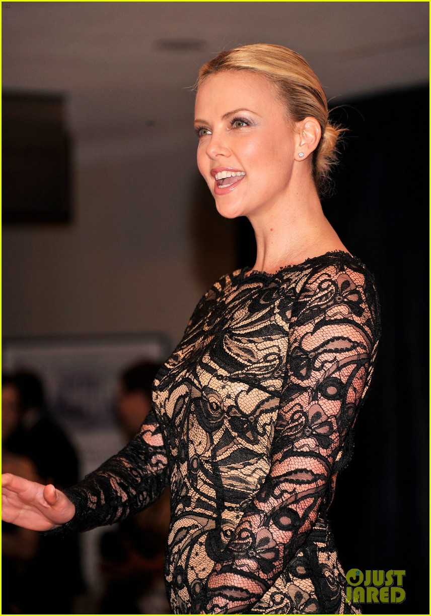 charlize theron white house correspondents dinner 04