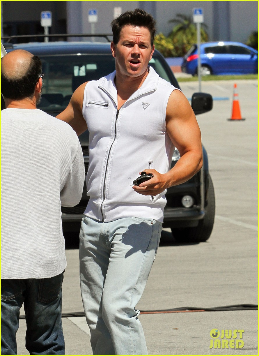 mark wahlberg white vest 212653804