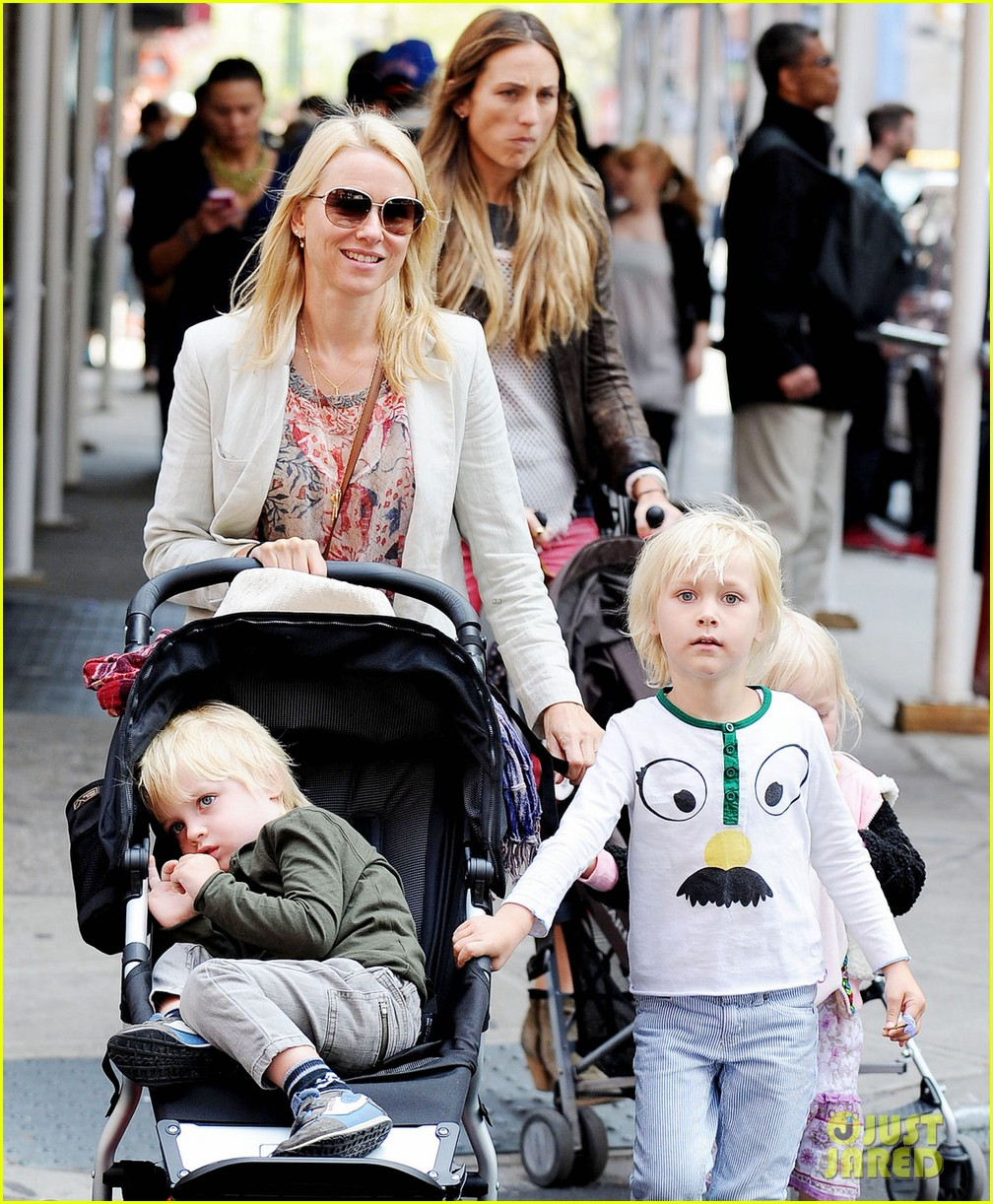naomi watts kids nyc 03