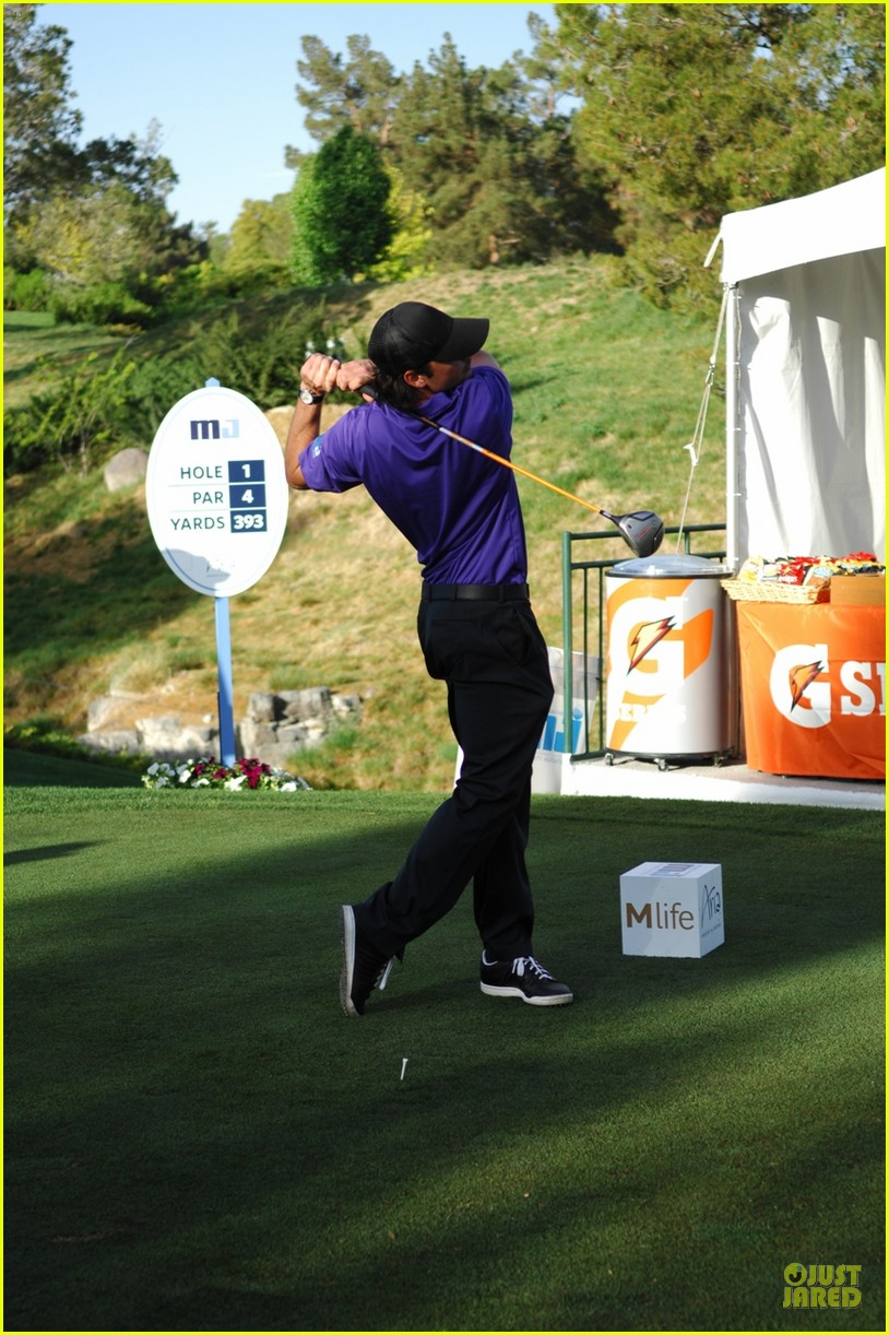 tom welling golf 05