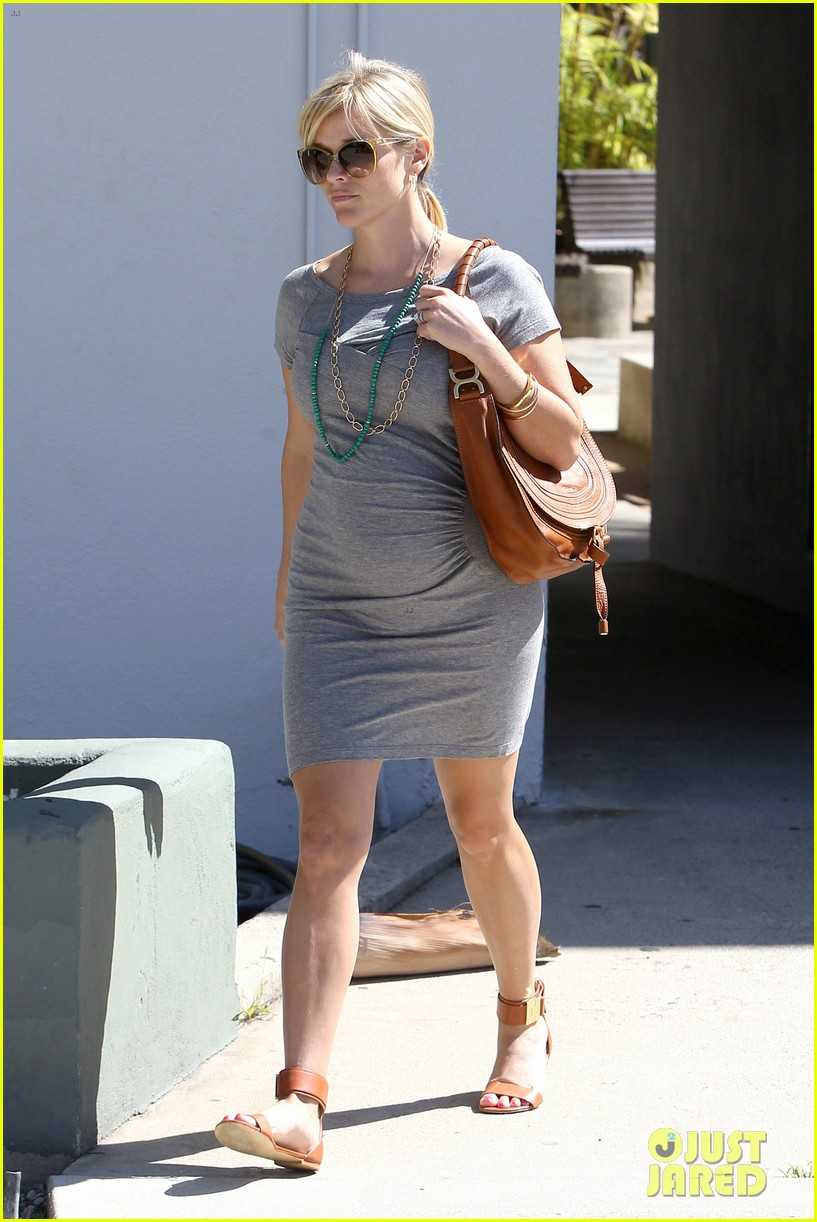pregnant reese witherspoon office 02