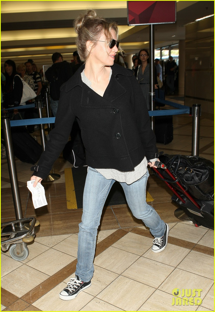 renee zellweger leaving lax 07