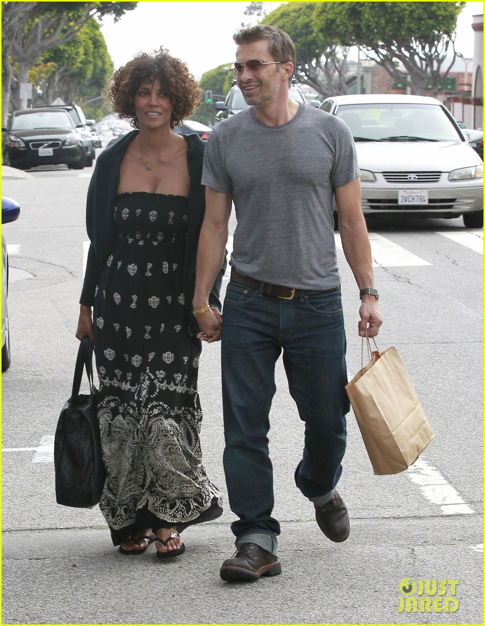 ben affleck halle berry santa monica meetup 28