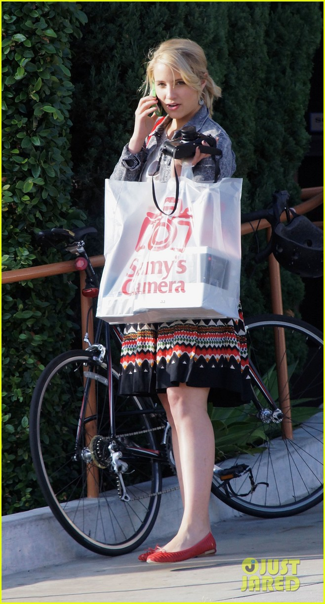 dianna agron camera shopping 09
