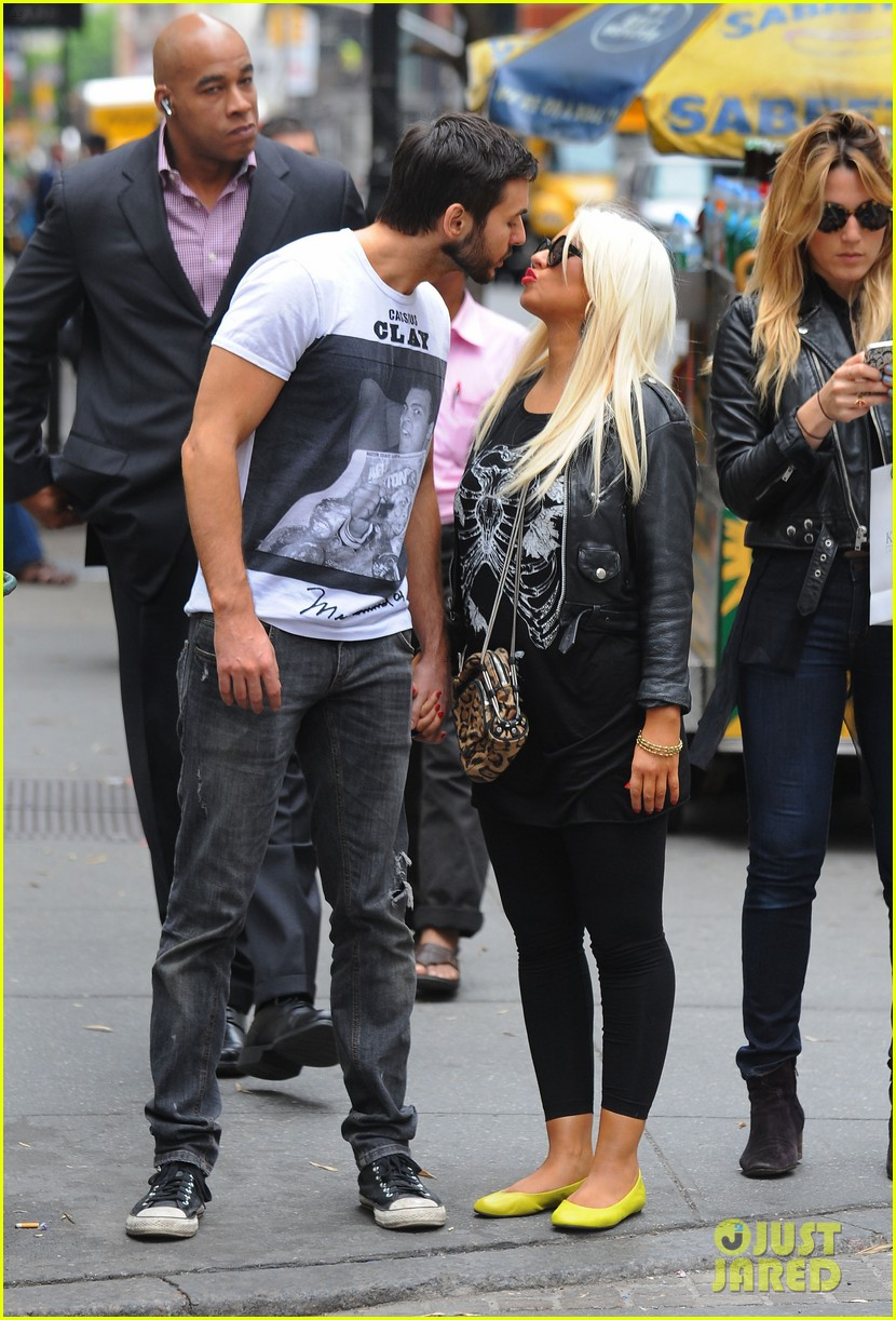 christina aguilera matthew rutler kissing soho 04