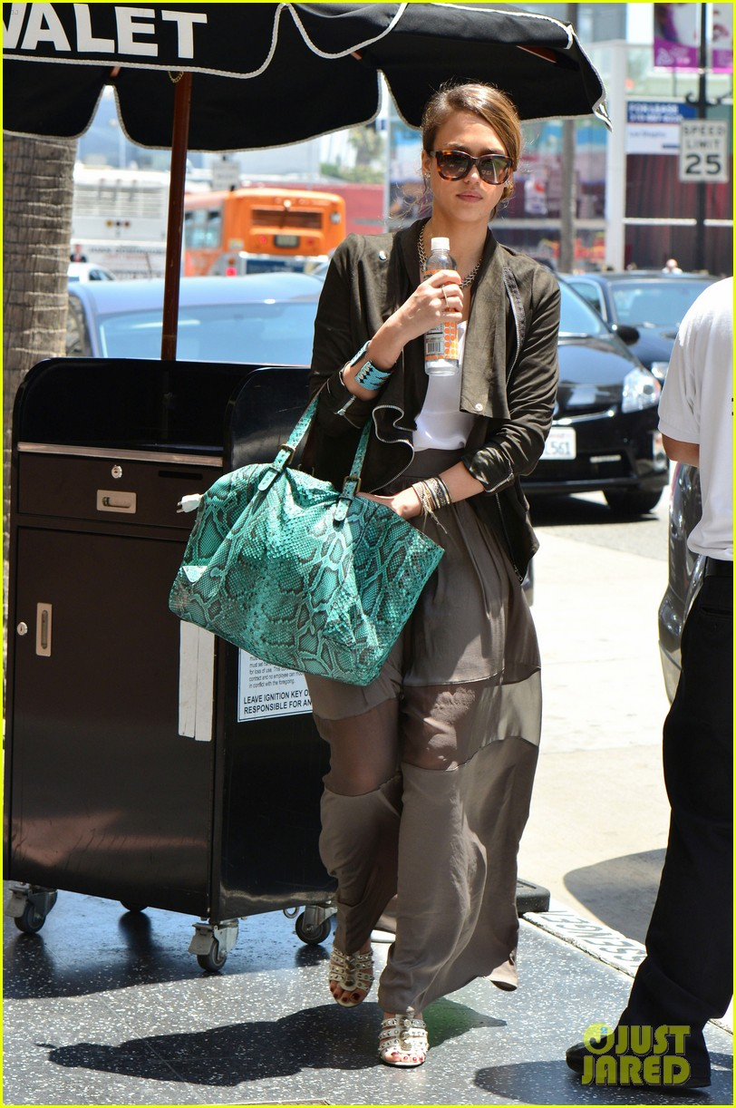jessica alba out and about 19 Jessica Alba
