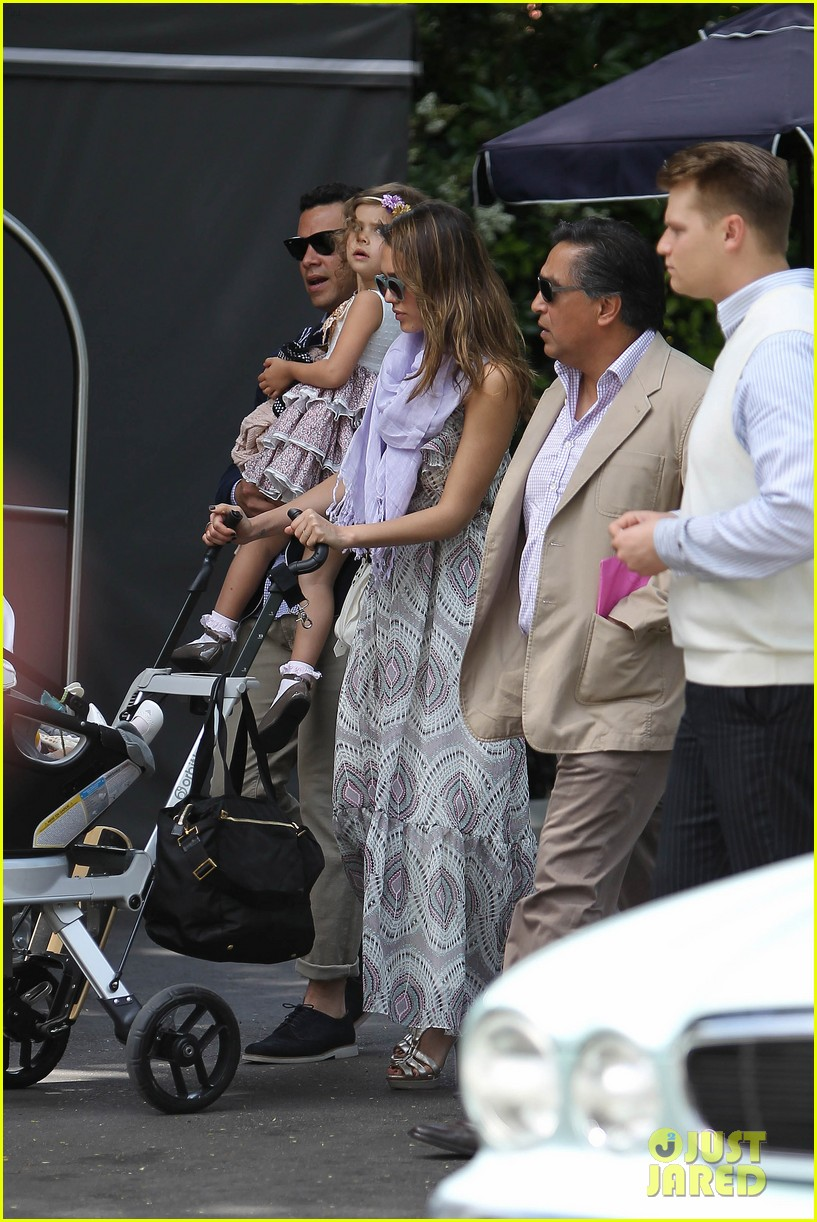jessica alba leaving hotel 012661694