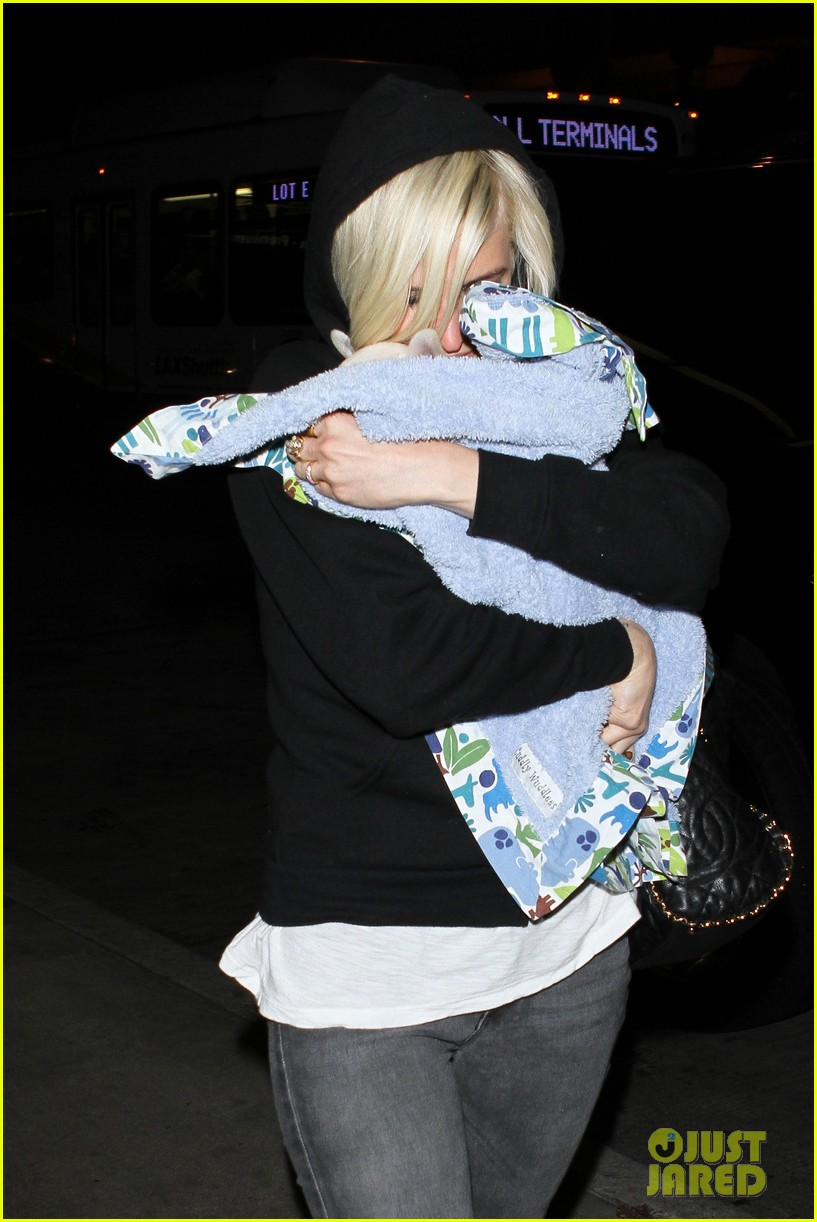 ashlee simpson vincent piazza dog walk 11