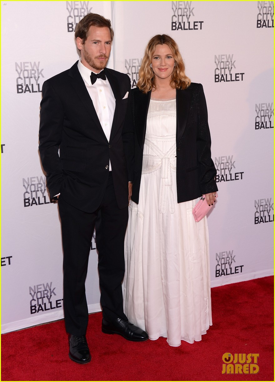 drew barrymore nyc ballet gala with will kopelman 01