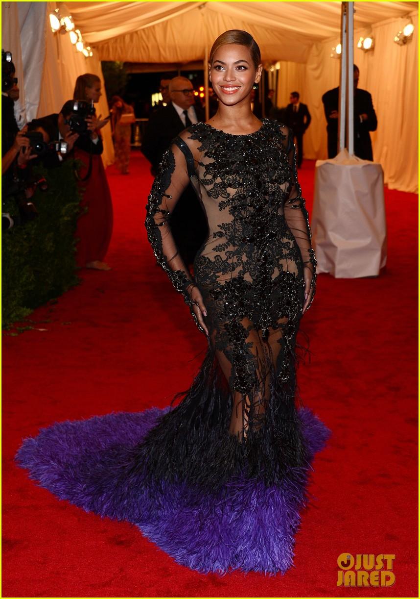 Beyoncé au MET Gala, NYC (08/05) Beyonce-met-ball-2012-09