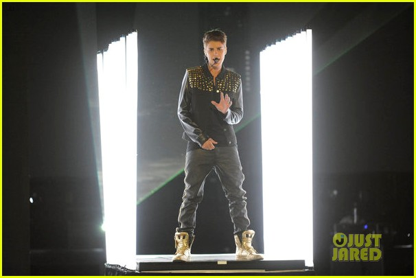 justin bieber performs boyfriend on the voice 01