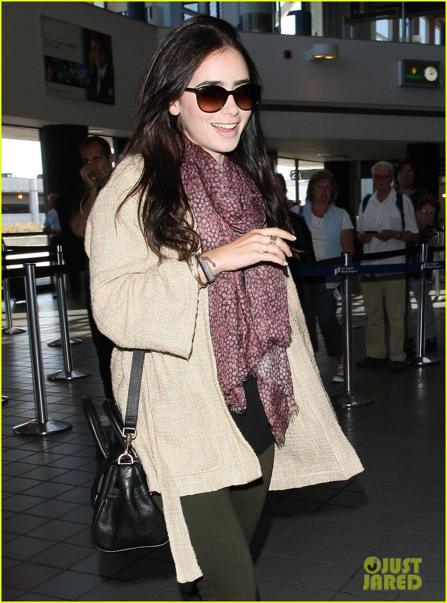 lily collins memorial day weekend jet setter 02