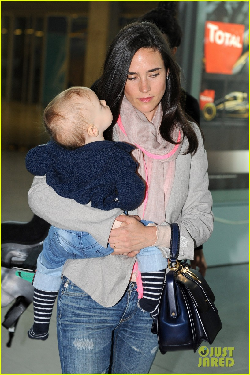 jennifer connelly leaves cannes 02