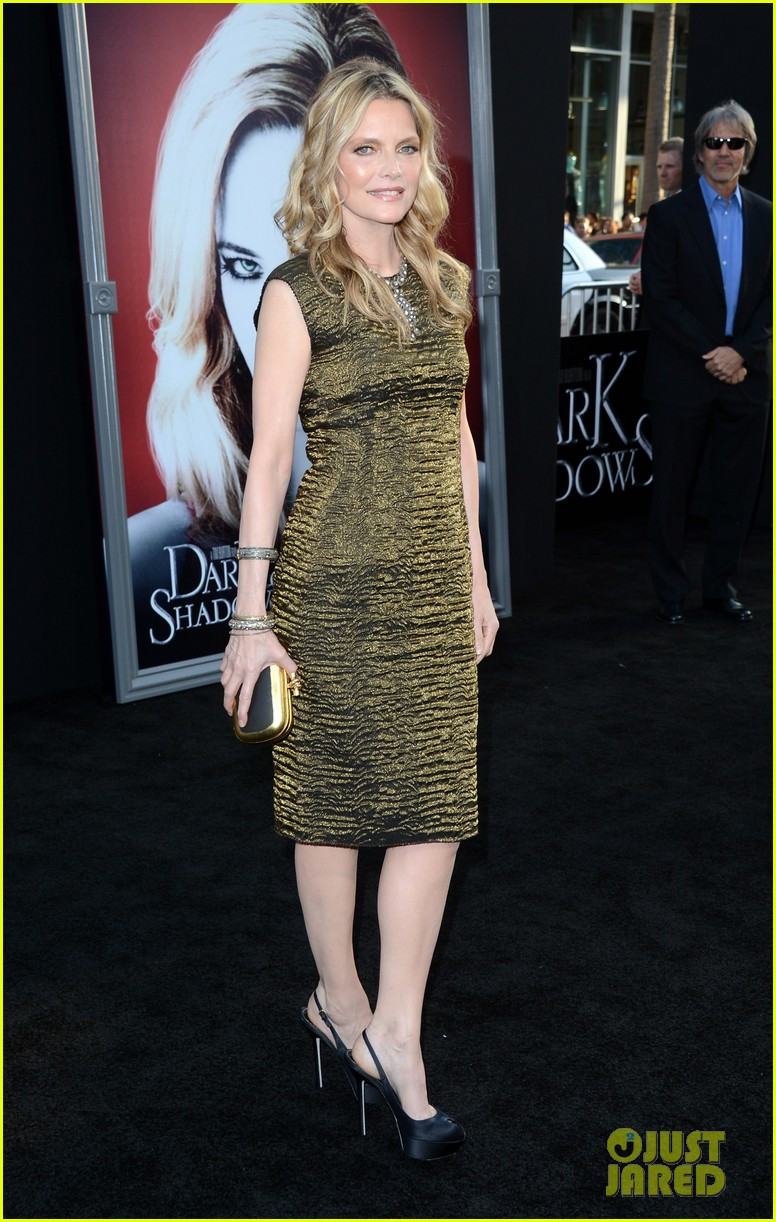 johnny depp michelle pfeiffer dark shadows premiere 042658786