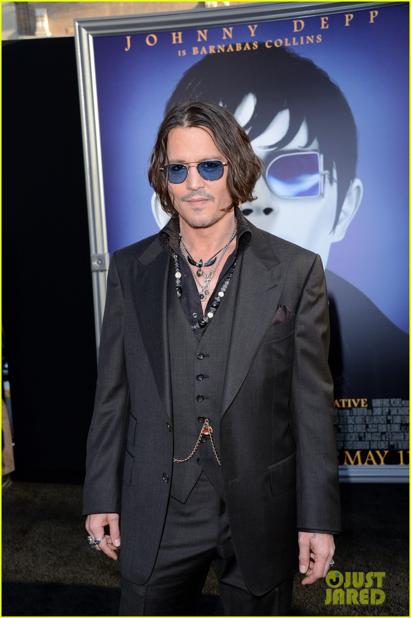 johnny depp michelle pfeiffer dark shadows premiere 052658787