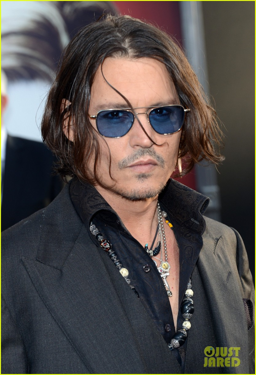 johnny depp michelle pfeiffer dark shadows premiere 06