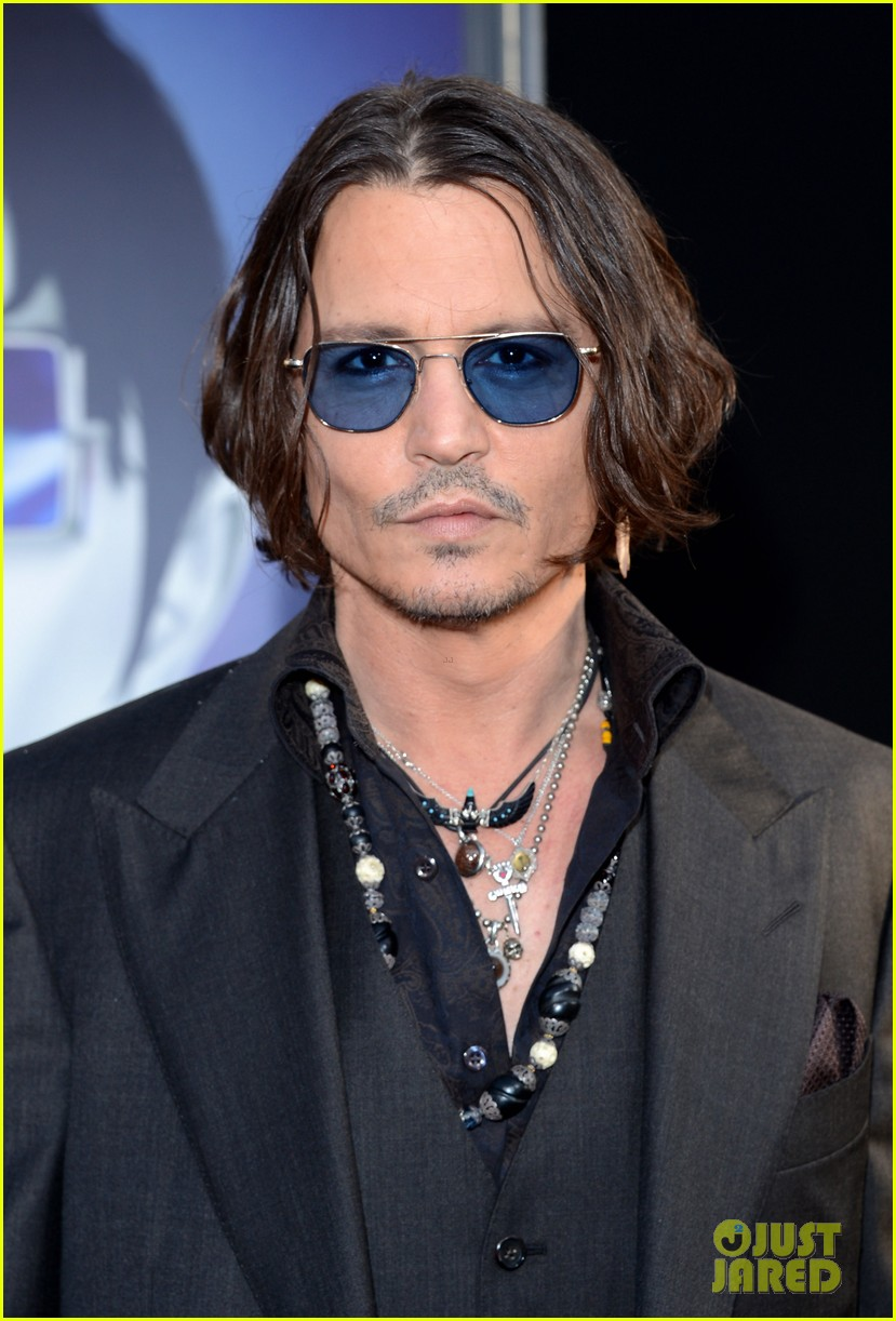 johnny depp michelle pfeiffer dark shadows premiere 07