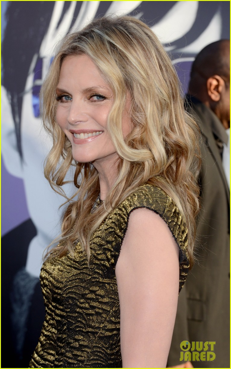 johnny depp michelle pfeiffer dark shadows premiere 15