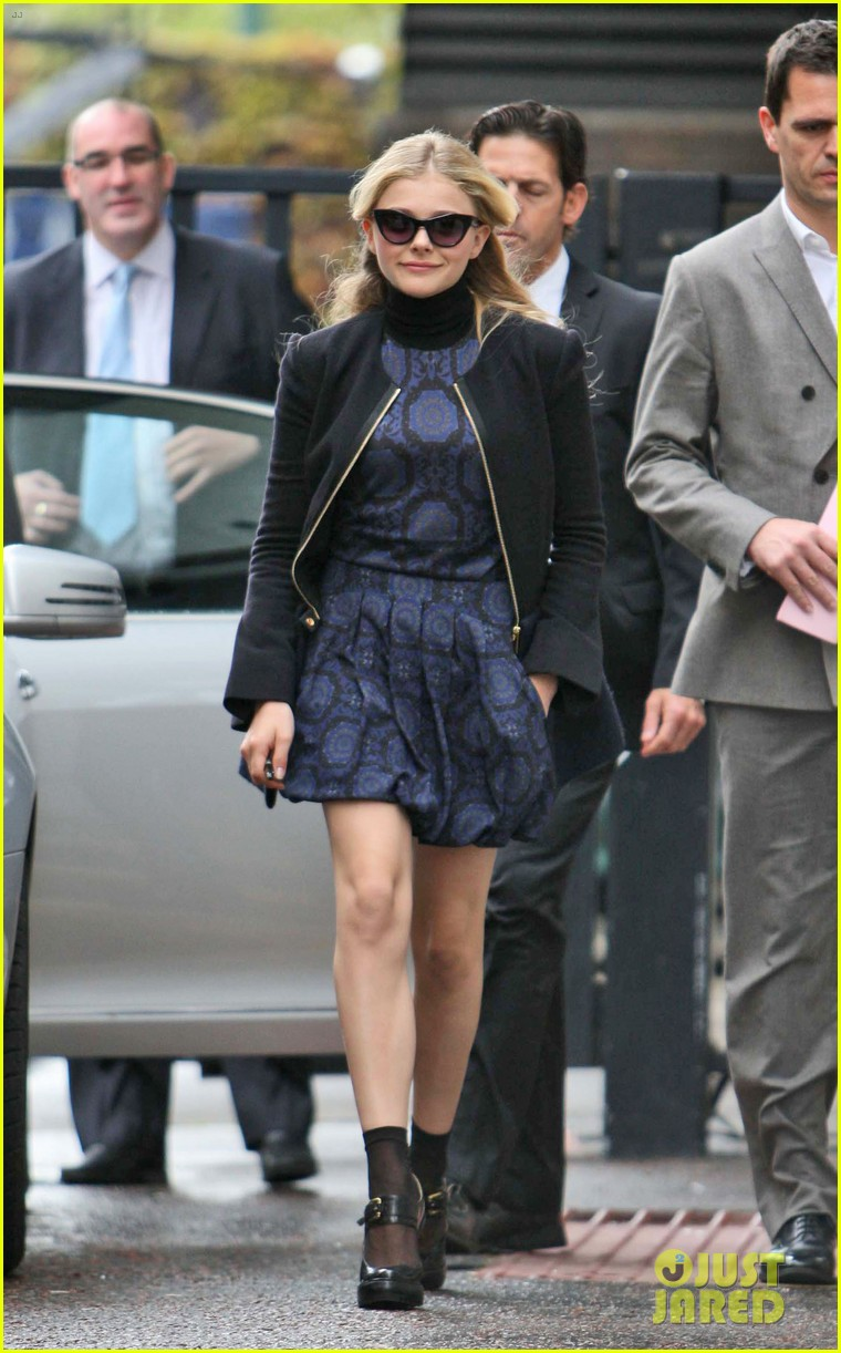 chloe moretz johnny depp dark shadows promo in london 03