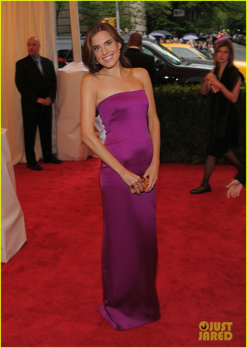 lena dunham allison williams girls at met ball 2012 062658710