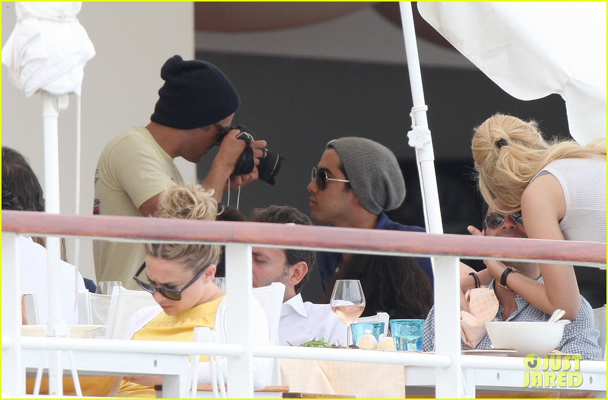 zac efron taking pics at cannes 13