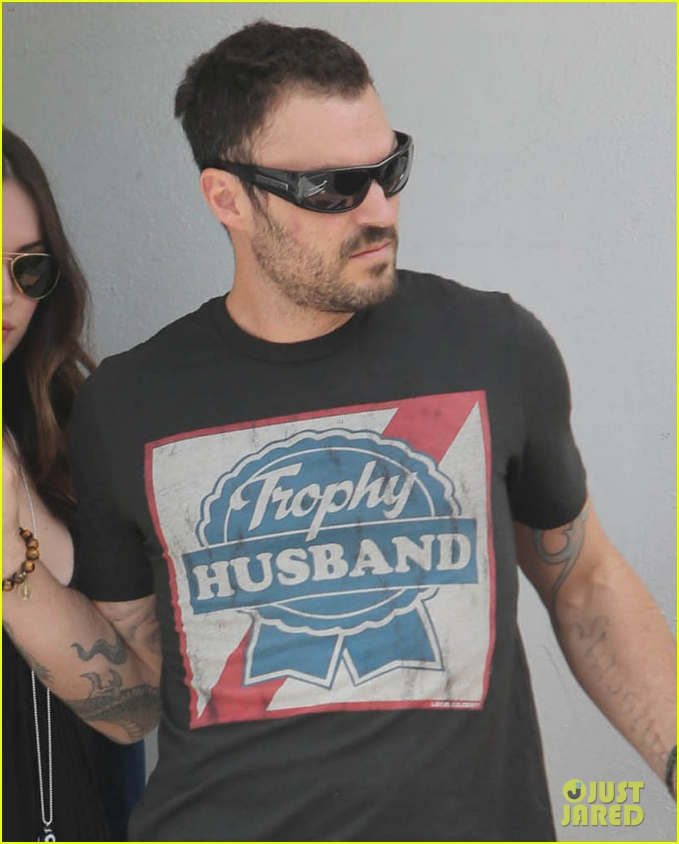 megan fox fred segal stop with brian austin green 04