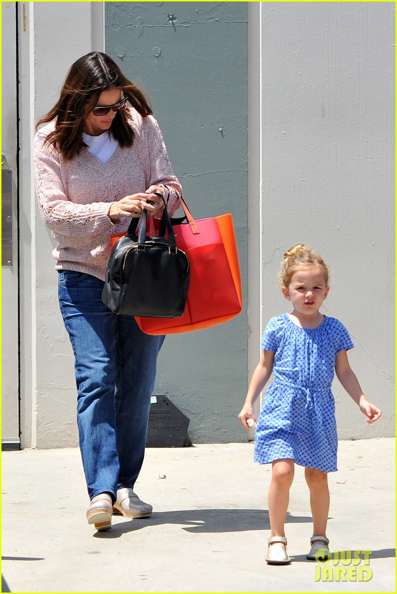 garner affleck saturday errands 07