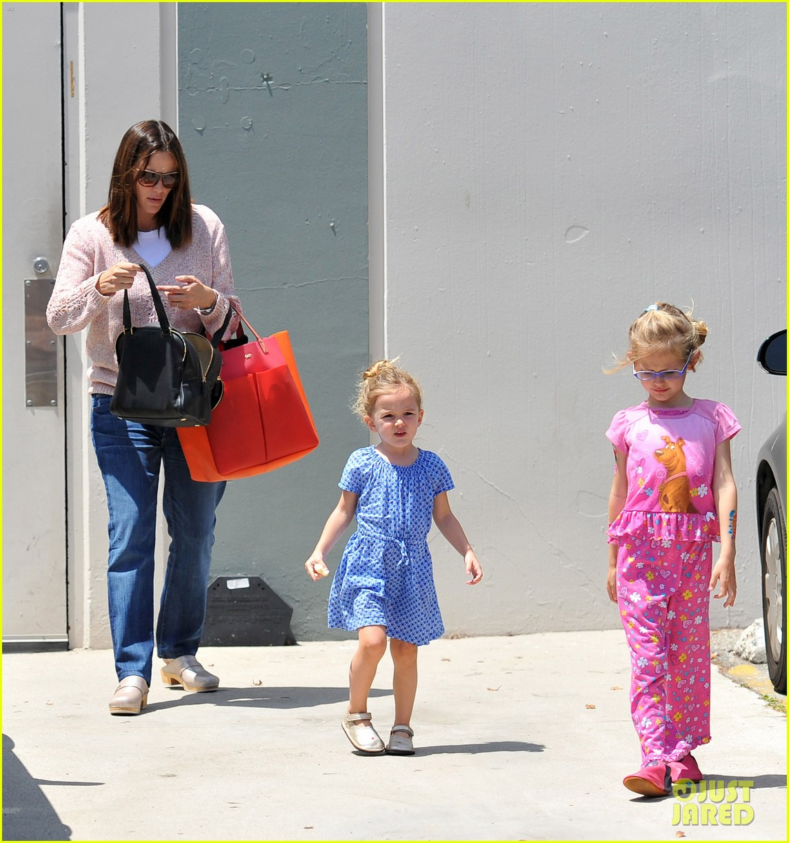 garner affleck saturday errands 24