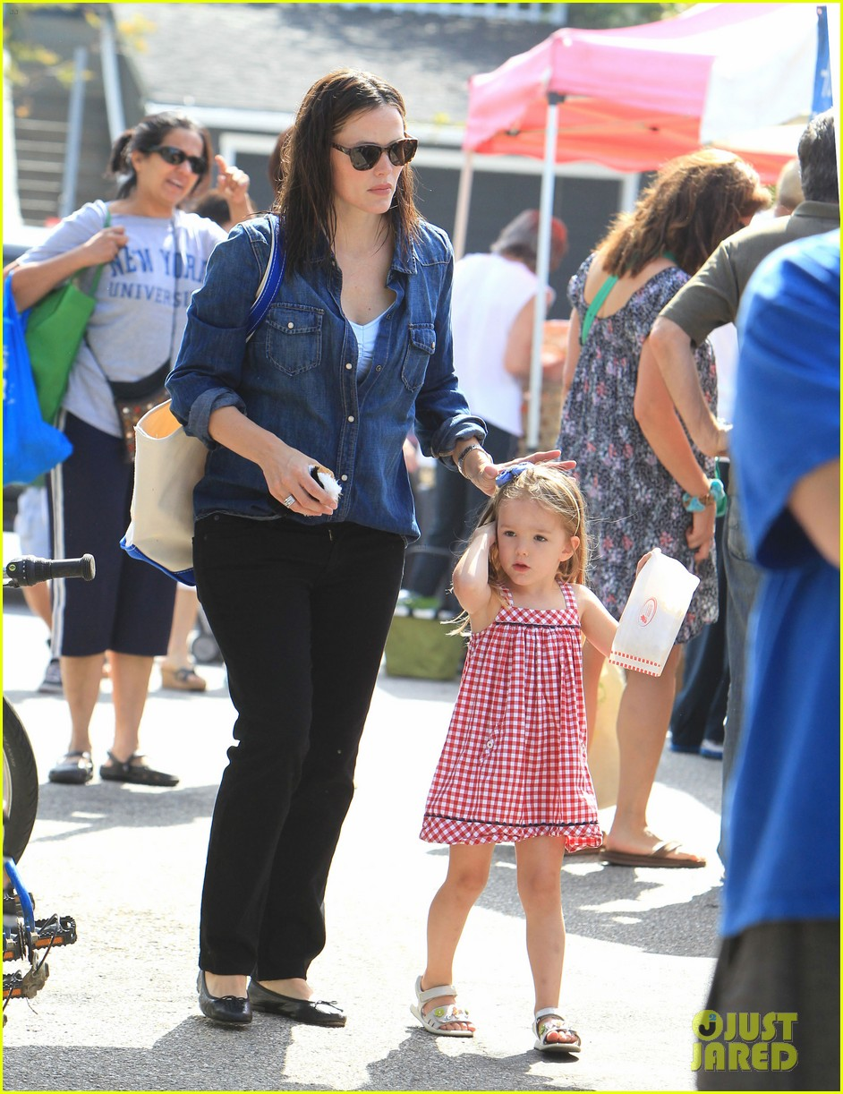 jennifer garner farmers market 12