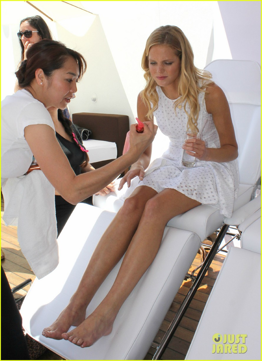 erin heatherton  mani with sister 04