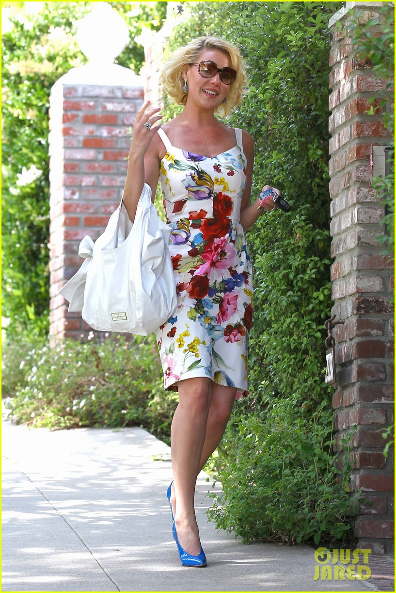 http://cdn02.cdn.justjared.com/wp-content/uploads/2012/05/heigl-balls/heigl-heading-home-04.jpg