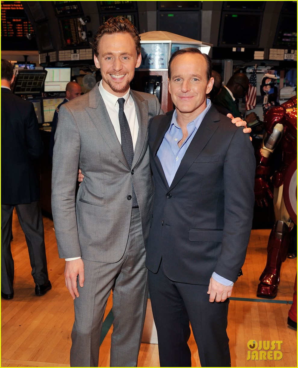 tom hiddleston avengers opening bell with clark gregg 012656422