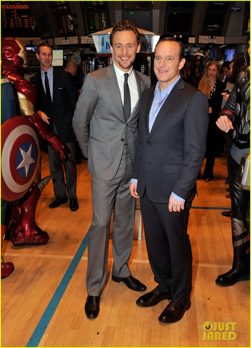 tom hiddleston avengers opening bell with clark gregg 032656424