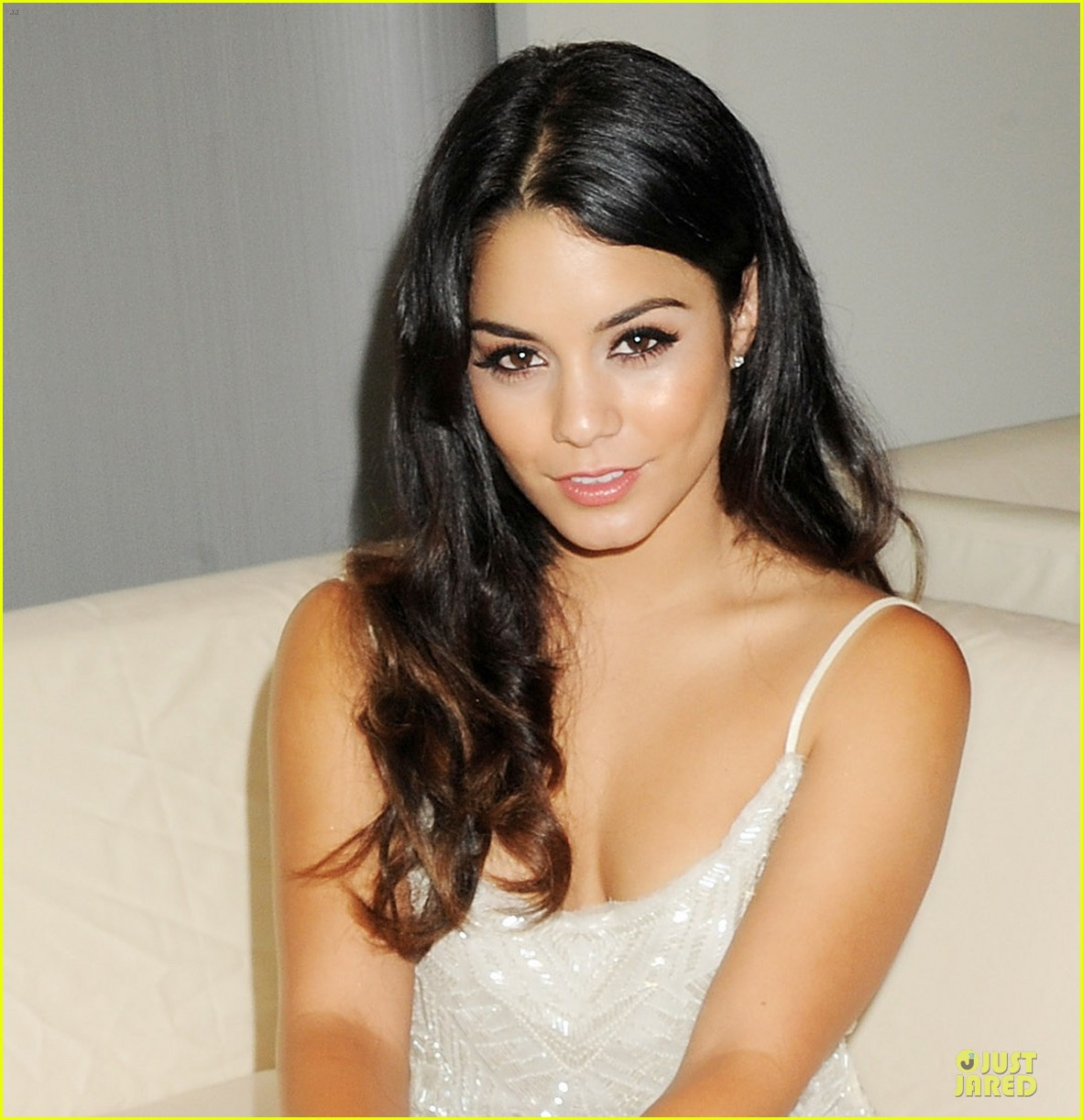 vanessa hudgens amber lounge fashion show 01