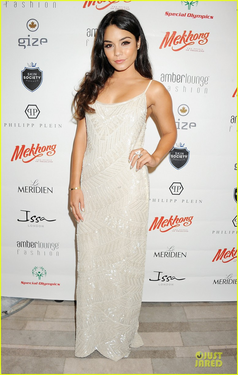 vanessa hudgens amber lounge fashion show 02