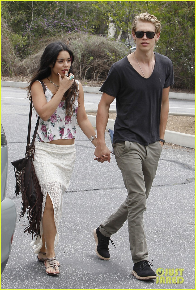 Vanessa hudgens dating in Perth