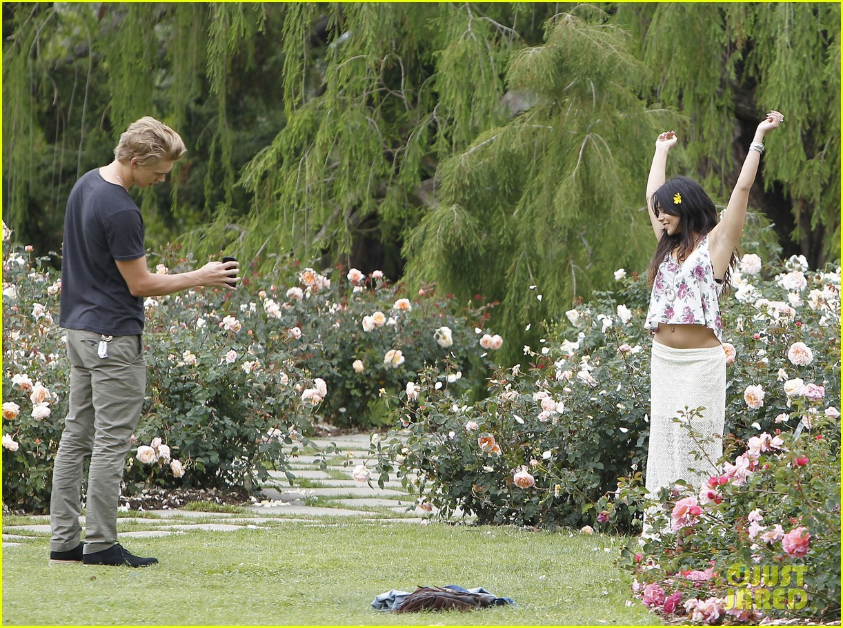 Etonnant Vanessa Hudgens U0026 Austin Butler: Botanical Garden Date