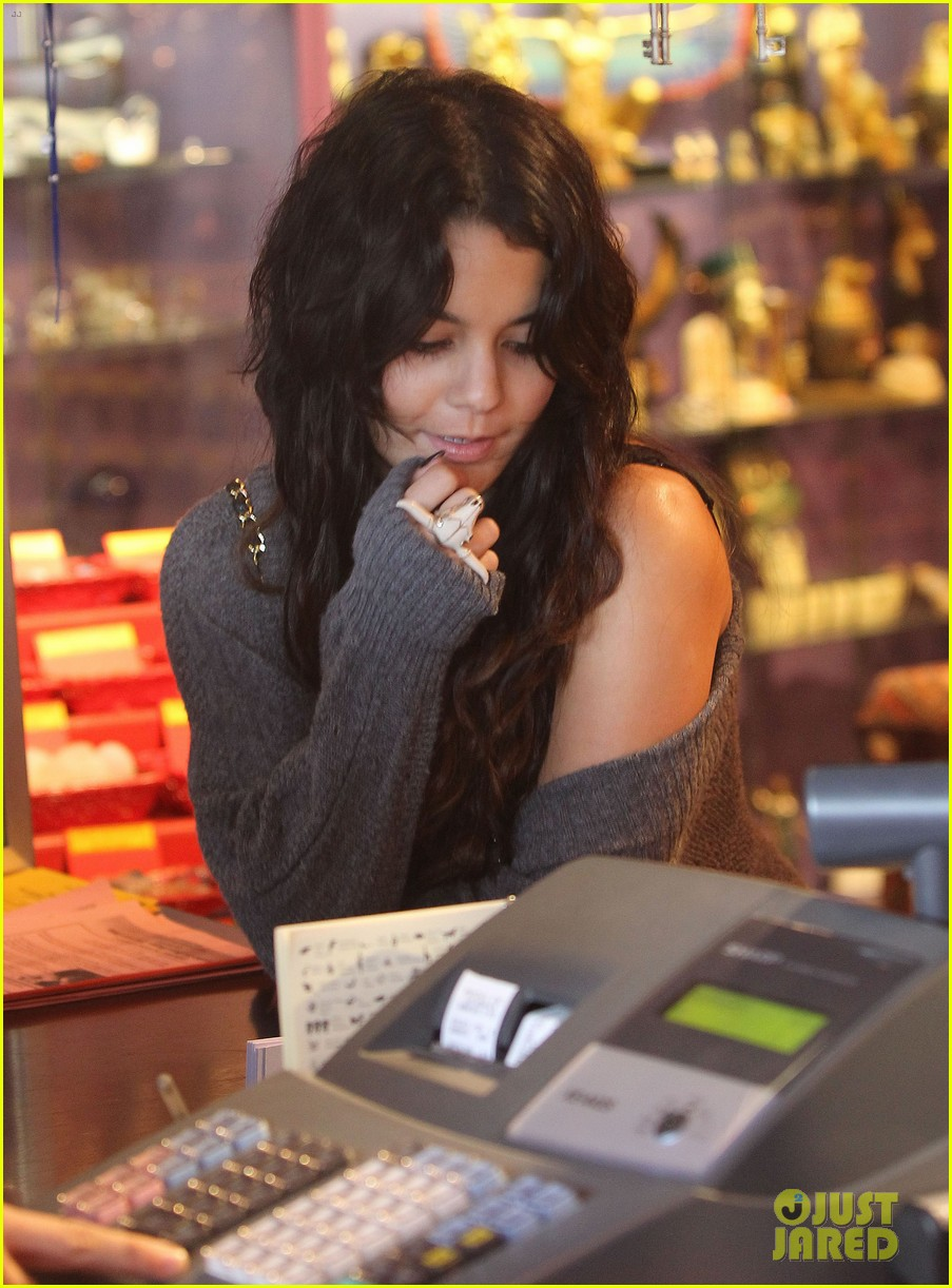 vanessa hudgens psychic store shopper 02