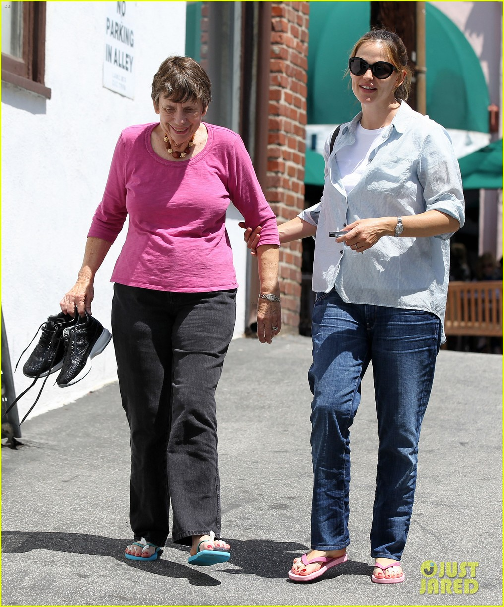 jennifer garner with mom 05