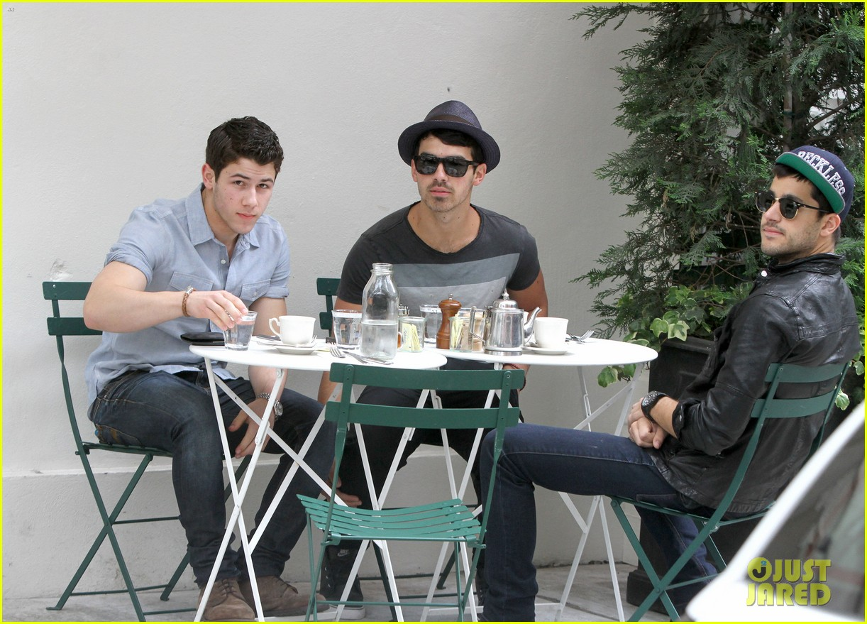jonas brothers met ball 2012 08